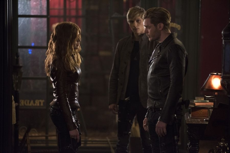 "Shadowhunters 2×17:  ""A Dark Reflection"" Reviews and Highlights"
